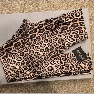 ONZIE Women's Leopard High Rise Legging